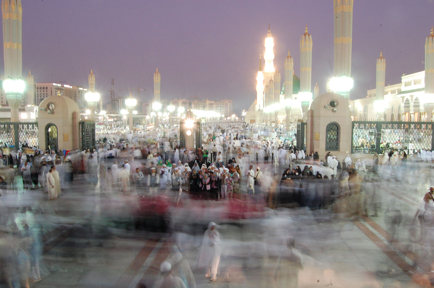 A frenzy of activity at the Masjid al-Nabi, as more pilgrims arrive