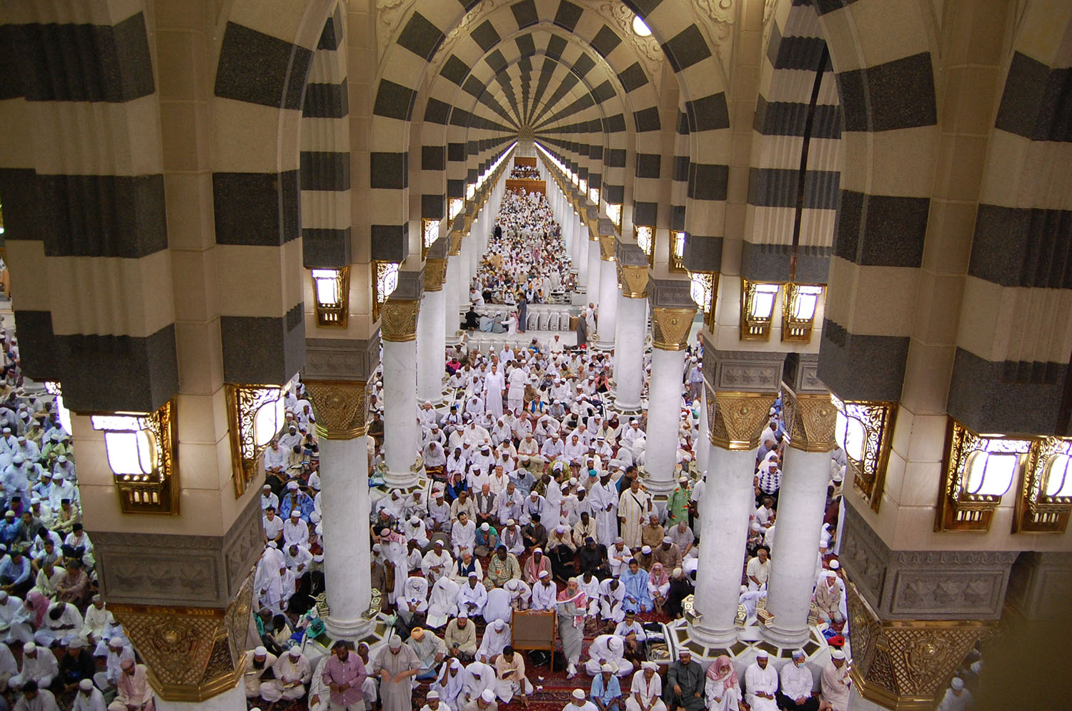 The maze of arches that fill the interior of the Masjid al-Nabi.